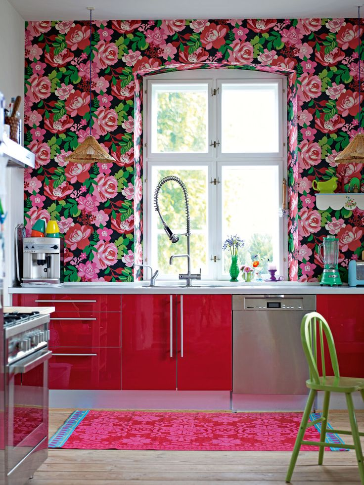 bubbelgum-roses-kitchen-wallpaper
