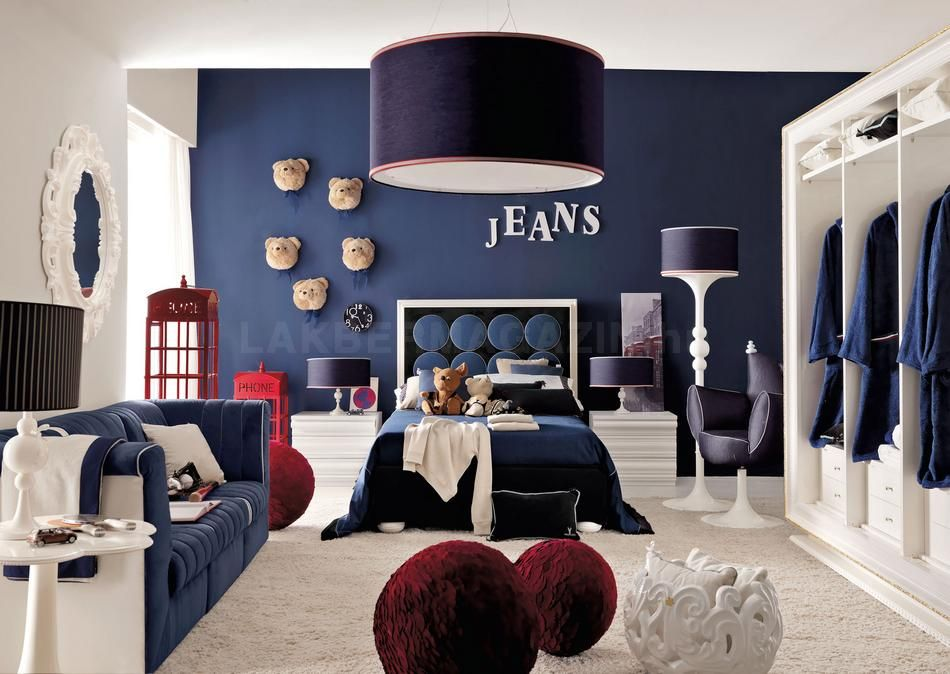 teenage-room-in-blue-with-red-accents