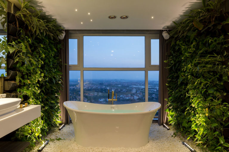 Penthouse-Ecopark-Green-Bathroom