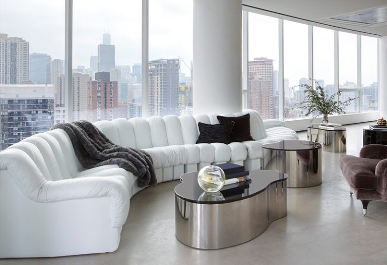 Wonderful-Penthouse-in-Chicago-White-Sofa