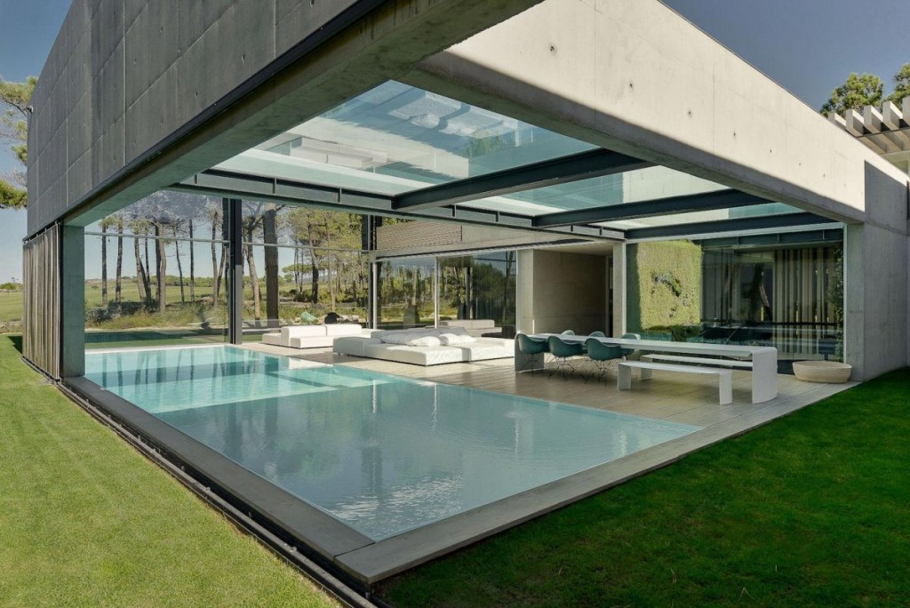 Concrete-The-Wall-House-by-Guedes-Cruz-Arquitectos-With-two-beautiful