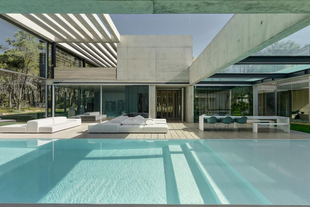 Concrete-The-Wall-House-by-Guedes-Cruz-Arquitectos-deck-pool