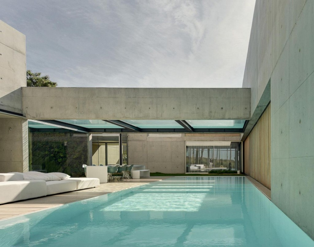 Concrete-The-Wall-House-by-Guedes-Cruz-Arquitectos-floor-and-cantilevered-pool