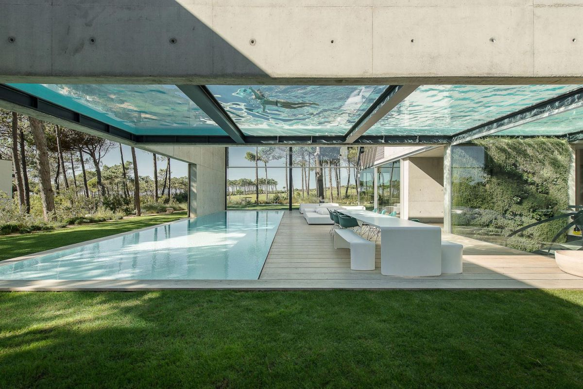 Concrete-The-Wall-House-by-Guedes-Cruz-Arquitectos-roof-pool