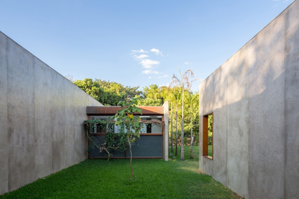 house-28-in-brasilia-equipe-lamas-architecture-residential-brazil_dezeen_2364_col_5
