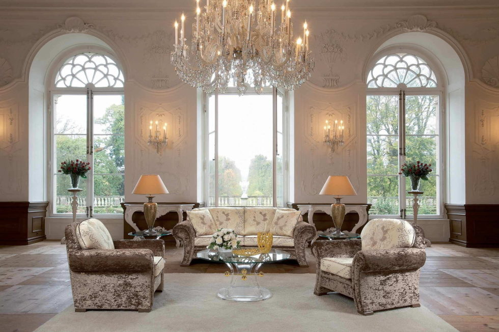 The-Classic-Style-And-Beige-Living-room-980x653