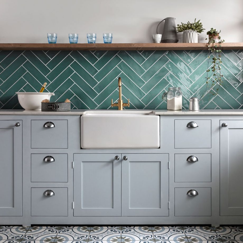 Poitiers-Kitchen-Mint-Green-with-green-tiles-920x920